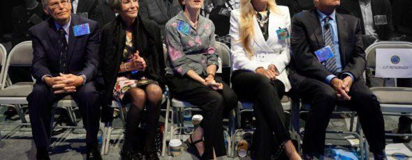 Jim Walton, Alice Walton, Jim's wife Lynne McNabb Walton, Rob Walton's wife Melani Lowman Walton and Rob Walton Bloomberg | James Alexander Michie